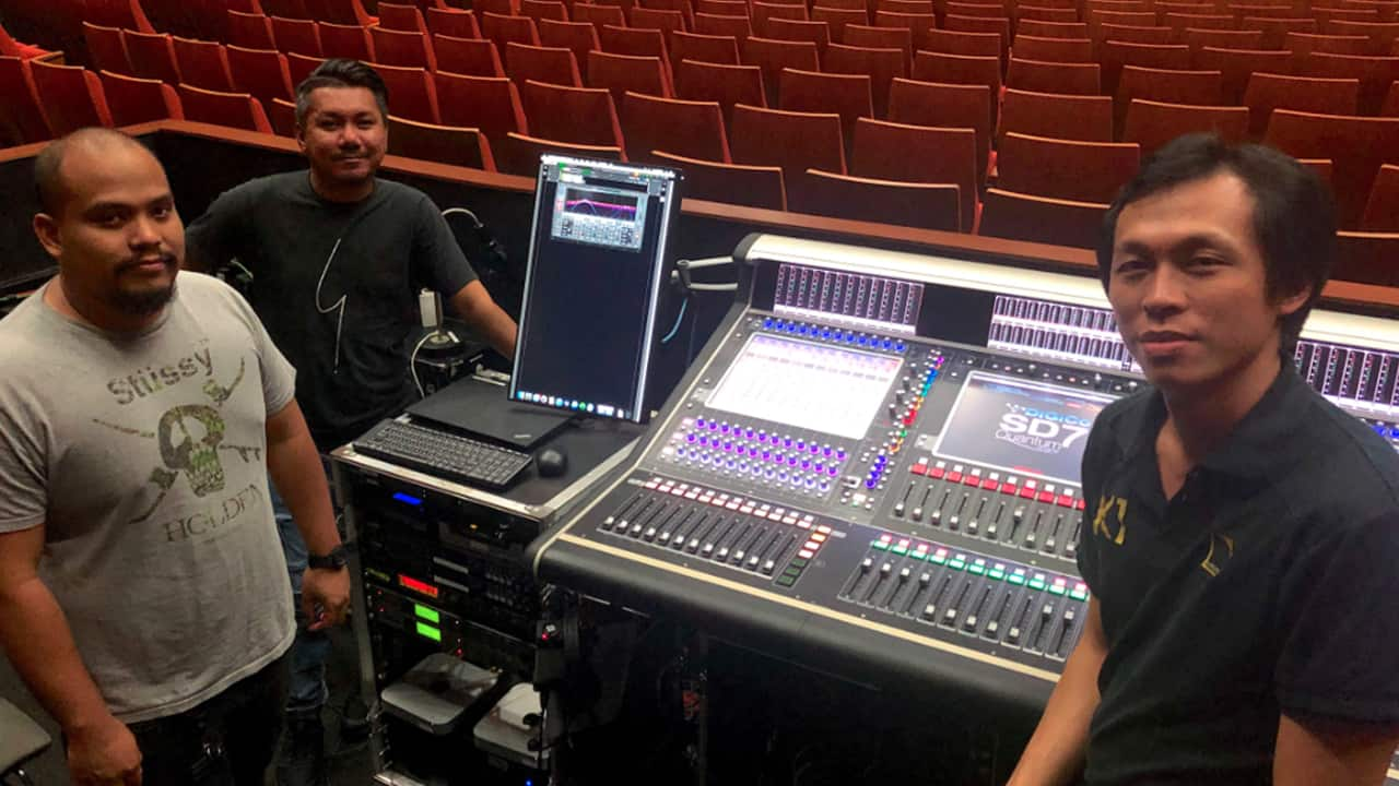 Singapore's Star Performing Arts Center Chooses Waves